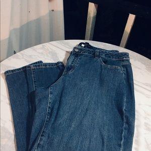 Ladies plus size capris by Venezia size 20